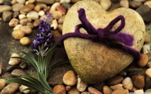 Каменная свадьба и ее символ - каменное сердце