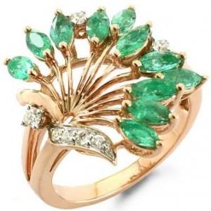 В подарок на Изумрудную свадьбу - кольцо с инкрустацией