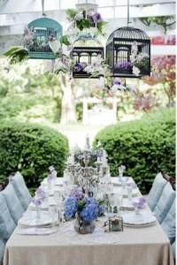 Стол, украшенный для Лавандовой свадьбы