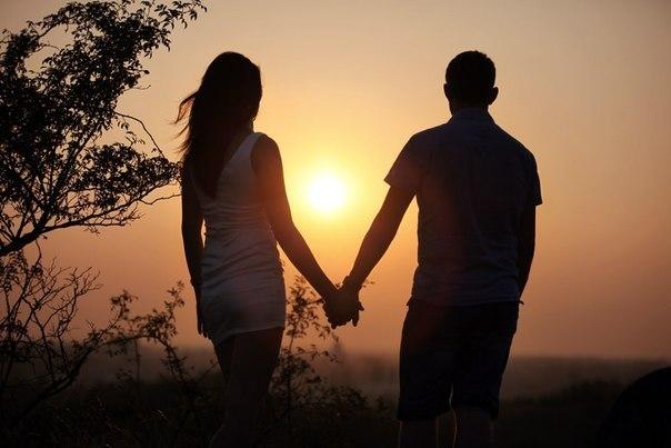 если мама против, но двое влюбленных держатся за руки
