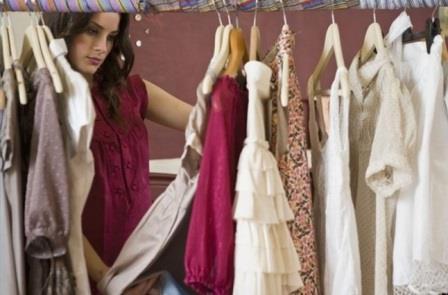 девушка и гардероб