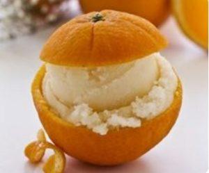 апельсиновая кожура в качестве вазы для десерта